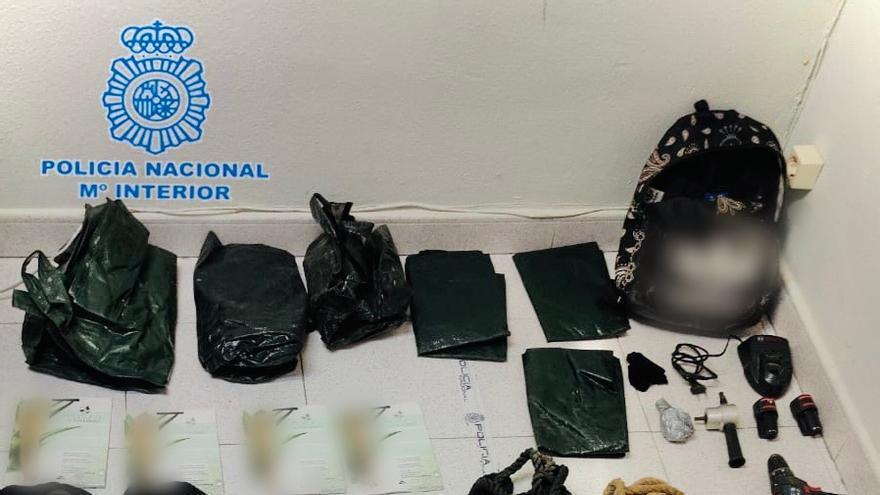 La Policía Nacional frustra un robo nocturno en Media Markt y detiene a cuatro ladrones
