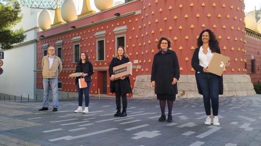 Andreea Socola i Mercè Coll reben el premi de recerca dels Amics dels Museus Dalí