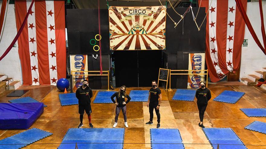 La escuela de circo malabares San Borondón cumple quince años