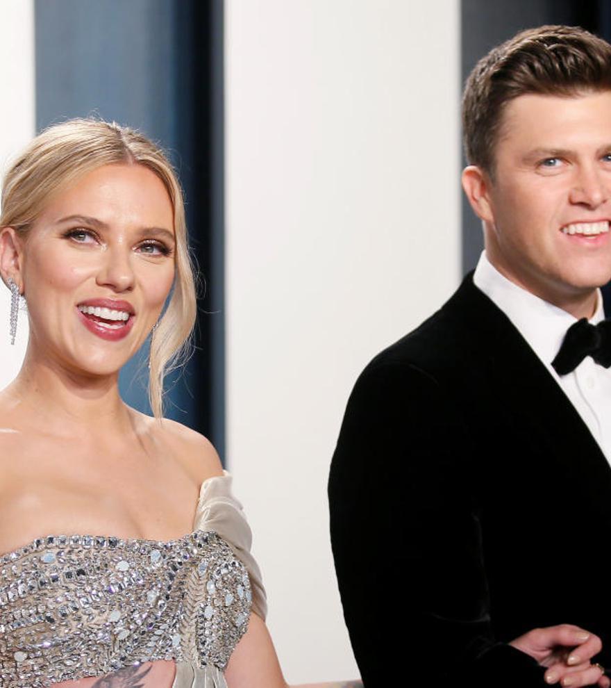 """Scarlett Johansson se casa con el cómico Colin Jost en una """"íntima ceremonia"""""""