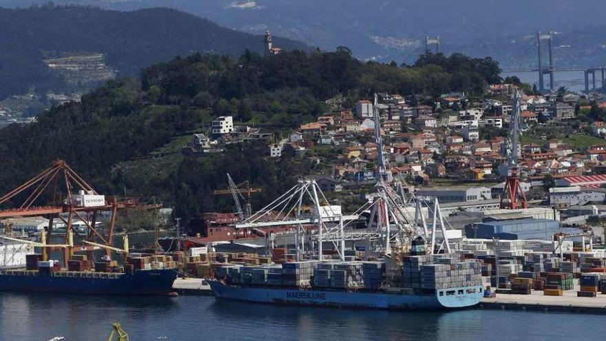 Los usuarios del Puerto de Vigo alertan de que el tapón de Sanidad Exterior pone en peligro su actividad
