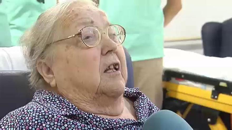 La emocionante reacción de una mujer de 78 años al ver el mar por primera vez