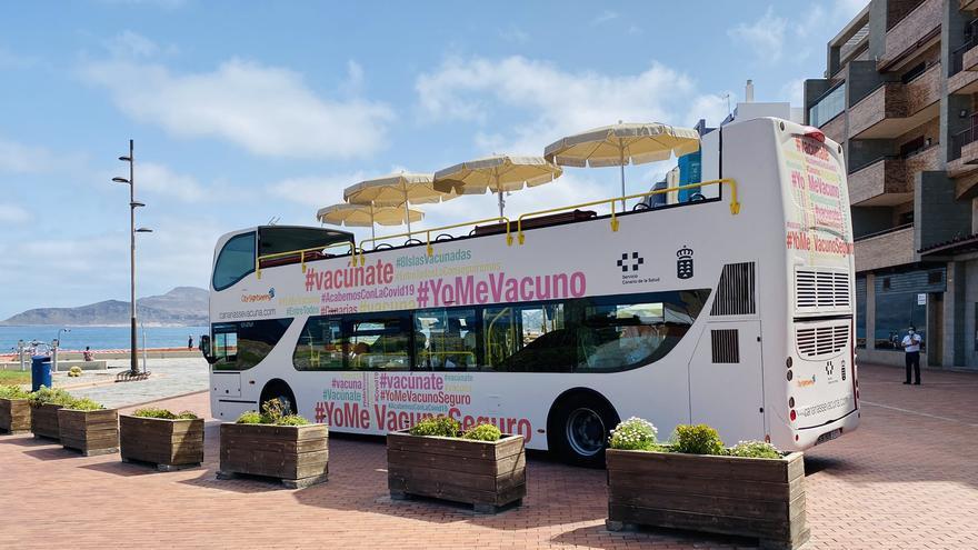 La 'vacuguagua' administra 38 dosis en su primera jornada en Gran Canaria