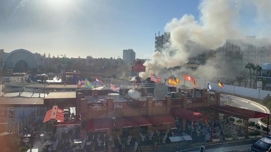 Incendio en un local del centro comercial Plaza, en Playa del Inglés