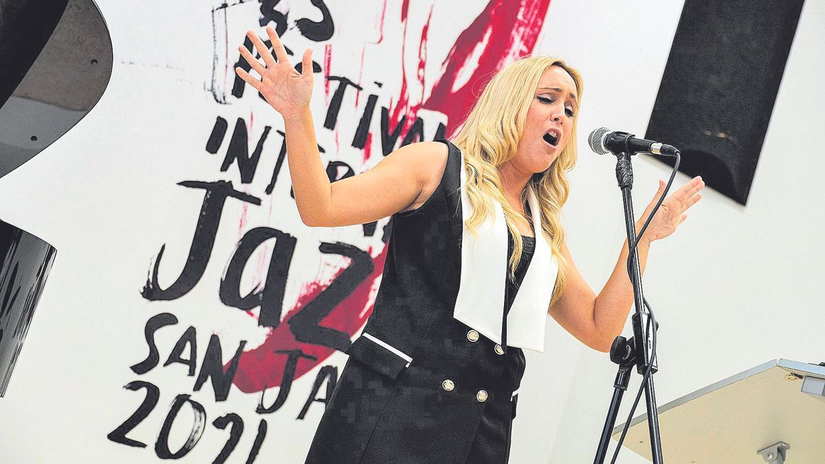 Sara Zamora, durante su  actuación en el Conservatorio de San Javier.
