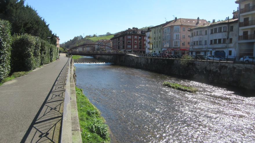 """Coto truchero de pesca sin muerte """"Cangas de Onís"""", en el río Güeña, casi sin truchas en sus aguas"""