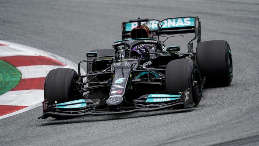 Hamilton enseña los dientes a Verstappen en los libres 2 del GP de Austria