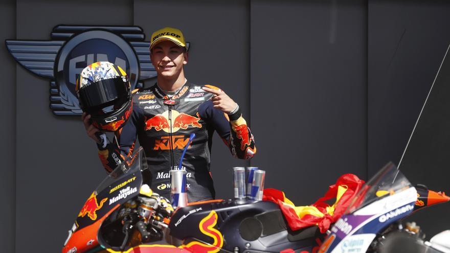 Raúl Fernández impone su ley y se adjudica el Gran Premio de Portugal de Moto2