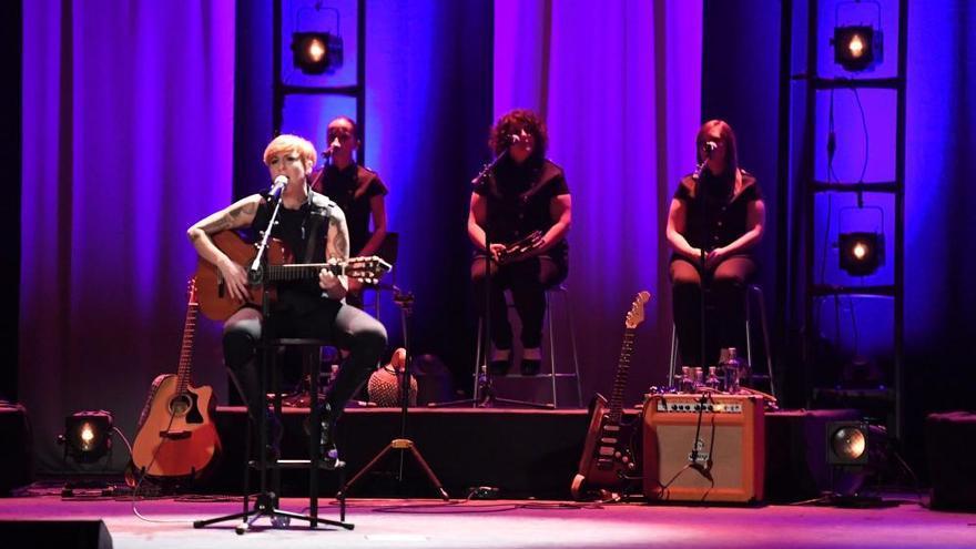 La coruñesa Sés llena sus dos conciertos en el Rosalía en la presentación de su nuevo disco