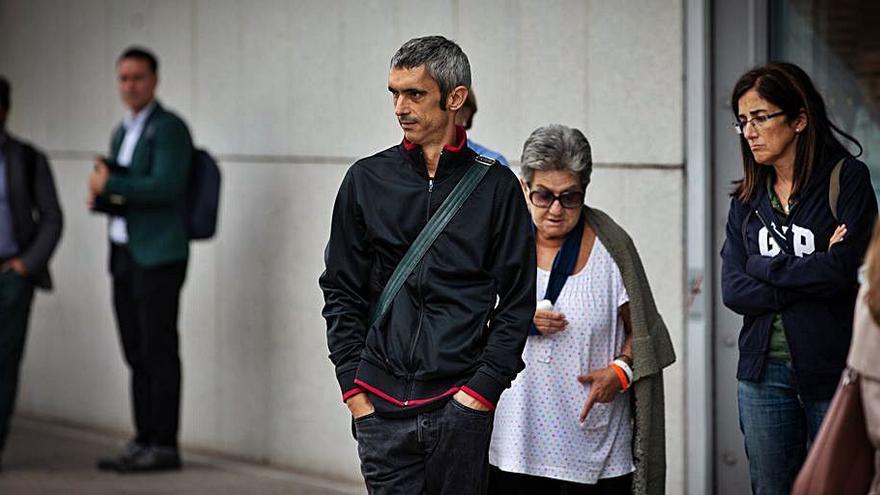 L'Audiència no descarta intencionalitat en el tret que va ferir Roger Español
