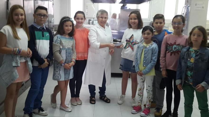 Los niños del Carmen Ruíz-Tilve, se apuntan a la lucha contra el hambre en Oviedo