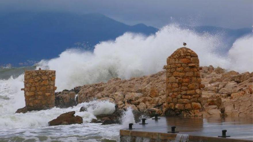 La cua de la «Filomena» s'acomiada per donar pas a un nou temporal de mar