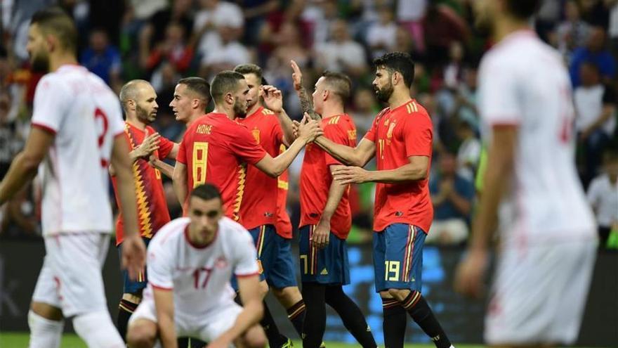 Iago Aspas saca del atasco a España