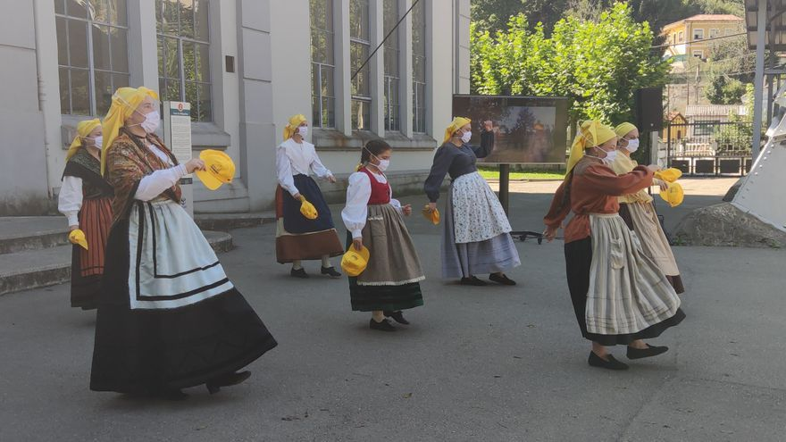 Lada celebra hoy con bailes la noche de San Xuan