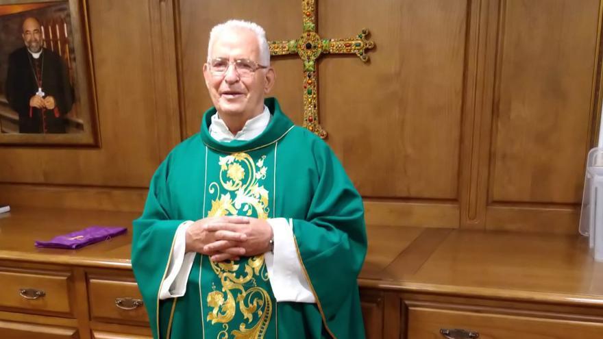 """El vicario de la iglesia de San Lorenzo se jubila tras 44 años """"de gran servicio y generosidad"""""""