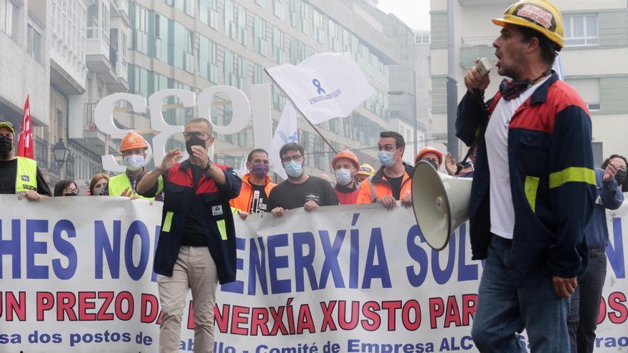 Por un futuro en A Mariña: miles de personas se manifiestan en Viveiro en pro de la industria de la comarca