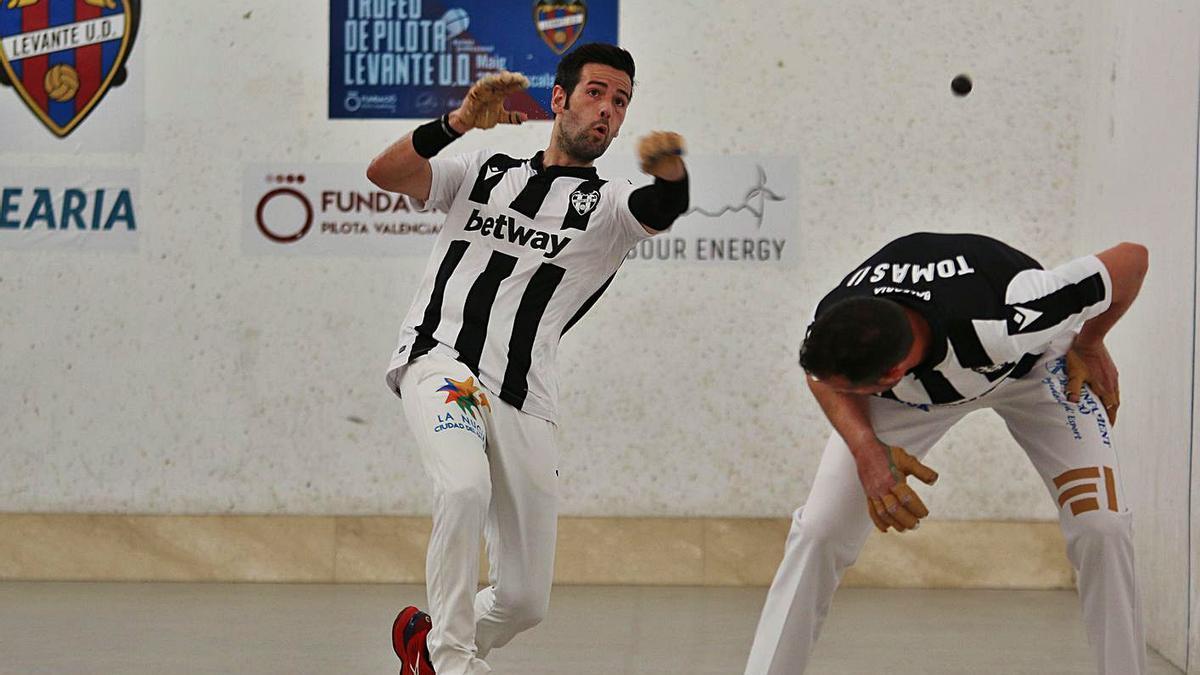 Pere Roc II jugant de volea, ahir en el trinquet Pelayo | FUNPIVAL