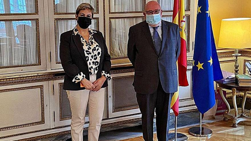 La alcaldesa solicita a Aena en Madrid la insorización por el ruido aeroportuario