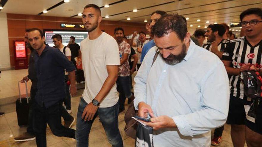 El Villarreal hace oficial el traspaso de Víctor Ruiz al Besiktas