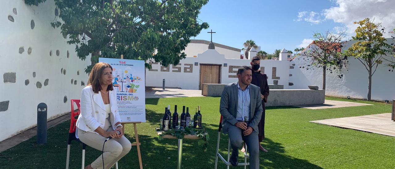 La alcaldesa Carmen Hernández y el vicealcalde y concejal de Turismo de Telde, Héctor Suárez, este martes durante la presentación de los actos.