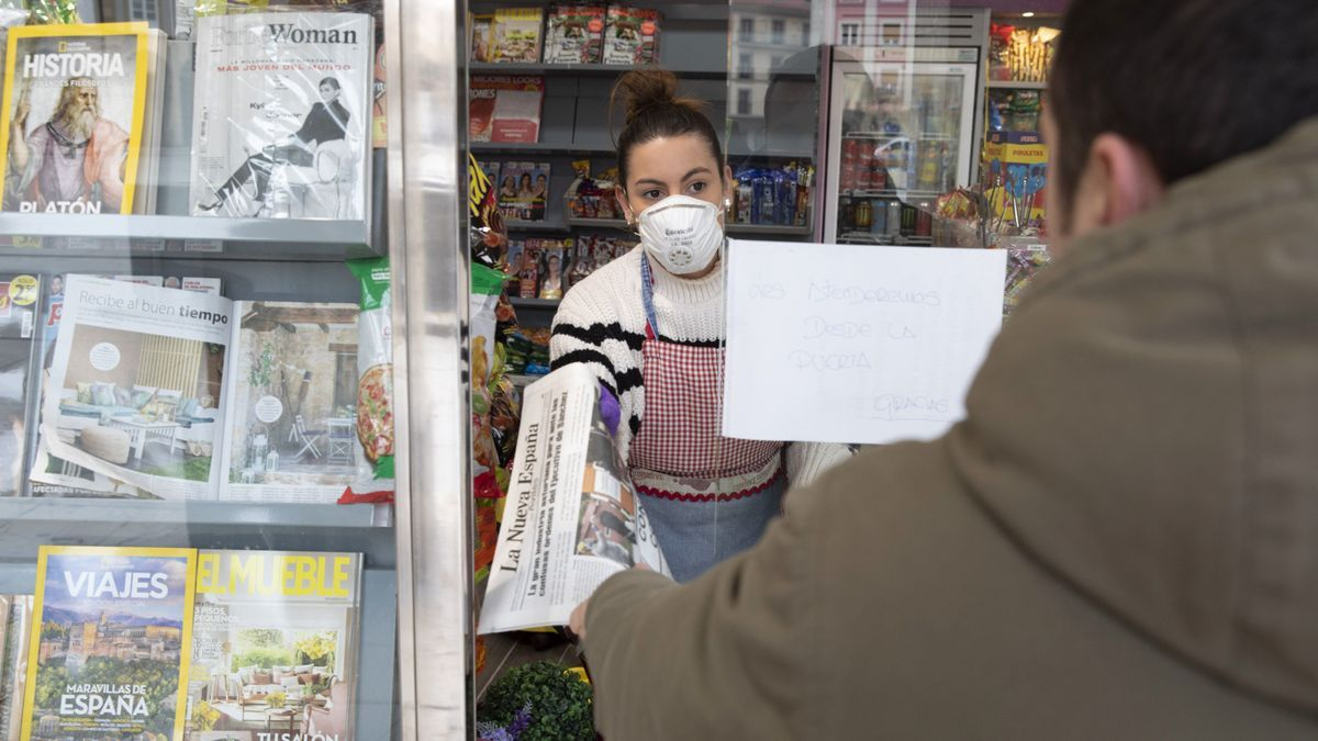 Una kiosquera atiende en un establecimiento de la ciudad / Ricardo Solís