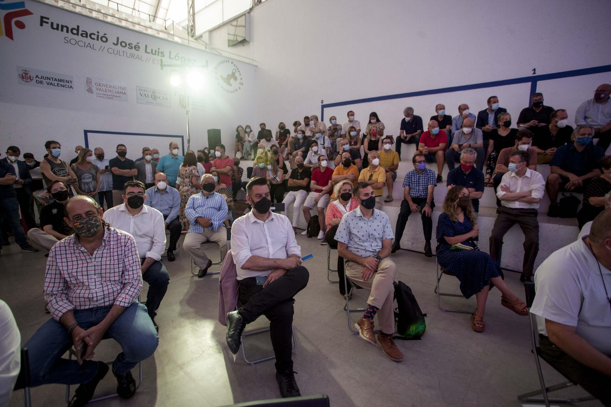 Emotivo homenaje al concejal fallecido Ramón Vilar en el trinquet de Pelayo
