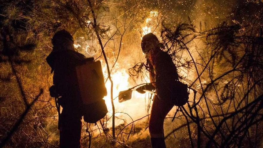 La entrada de incendios desde Portugal eleva la alerta en O Xurés