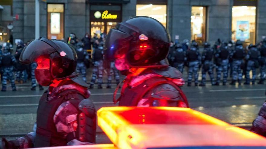 Rusia niega que haya represión tras las cargas en las protestas por Navalni