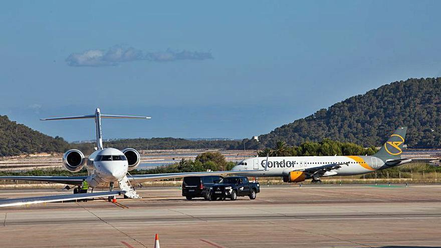 El aeropuerto de Ibiza recibe de viernes a lunes más vuelos que en 2019