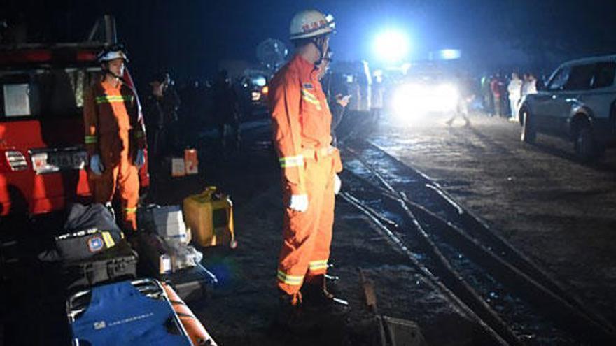 Una explosión en una mina deja 15 muertos y 18 atrapados en China