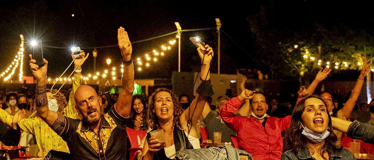 """Ambiente en el Navia Suena durante el concierto de """"M Clan"""".    Diego Sánchez"""