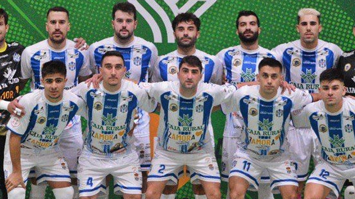 La plantilla del equipo benaventano en su segunda temporada en División de Plata. | |  BAT