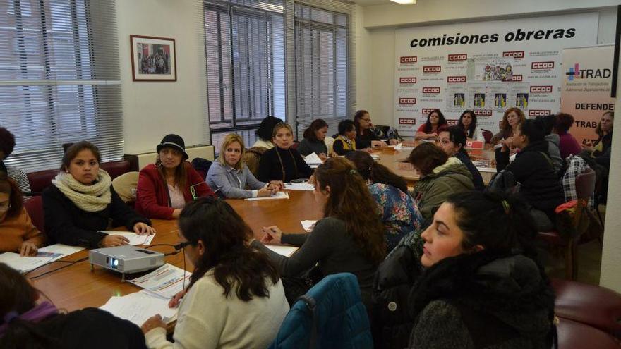 La mitad de los 1.100 empleados del hogar en Zamora trabaja en situación irregular