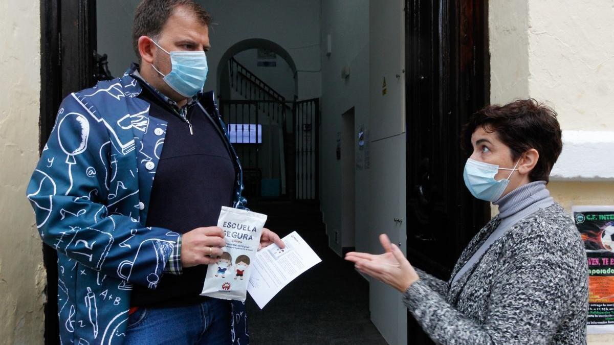 El reparto de mascarillas a los colegios se reanudará el 5 de abril