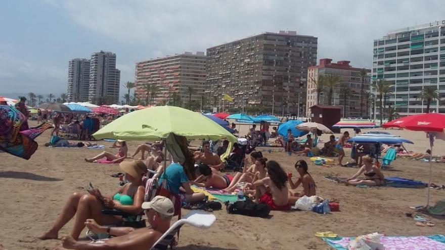 Cullera cierra sus playas a partir de las 22.30
