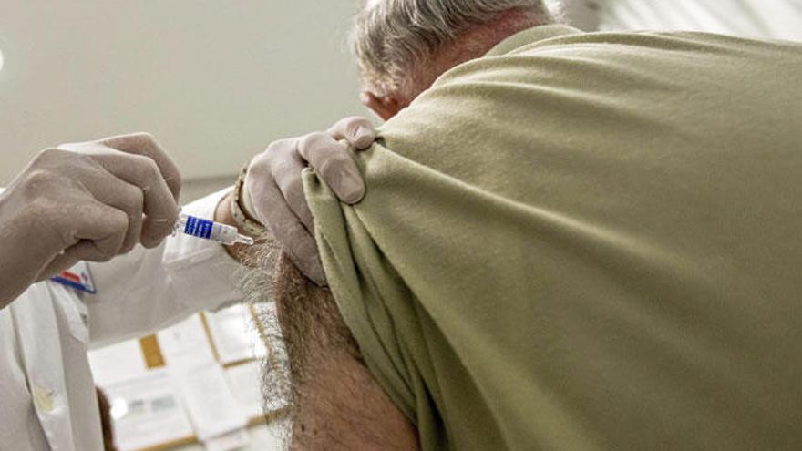 Salud adelanta la campaña de la gripe para sanitarios y residencias de ancianos