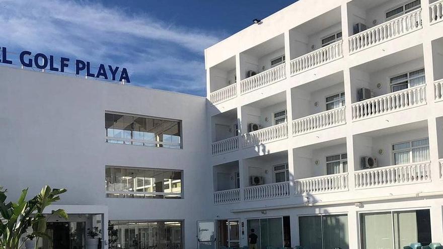 El Hotel del Golf Playa cuelga el cartel de 'abierto todo el año'