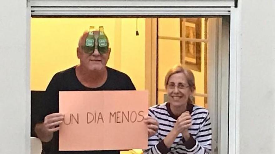 Aplausos y disfraces en una plaza de Gran Canaria