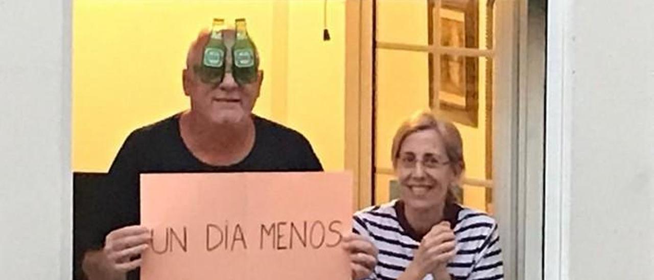 Coronavirus en Canarias   Aplausos y disfraces en la plaza Farray