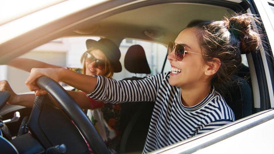 Diez canciones que no deben faltar en un viaje en coche