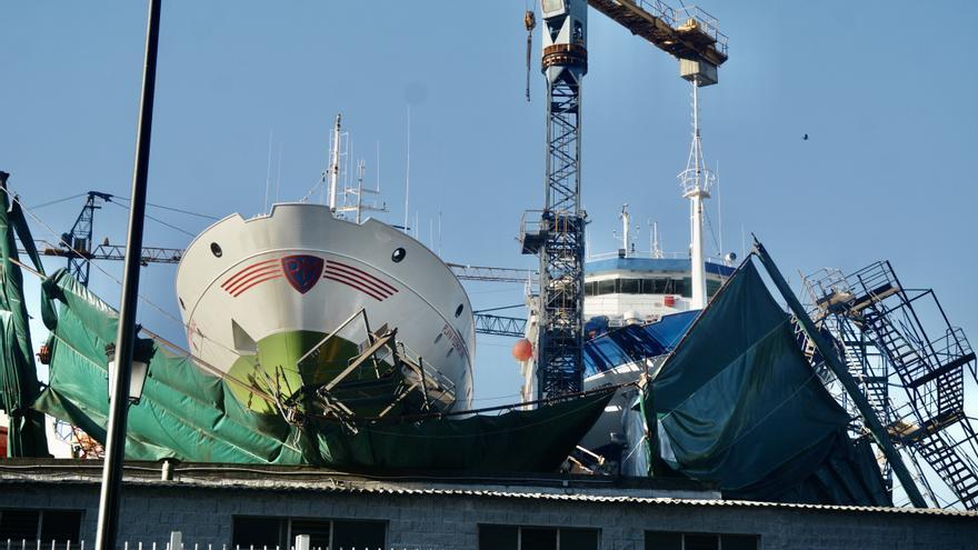 El viento tira el andamiaje del astillero Nodosa