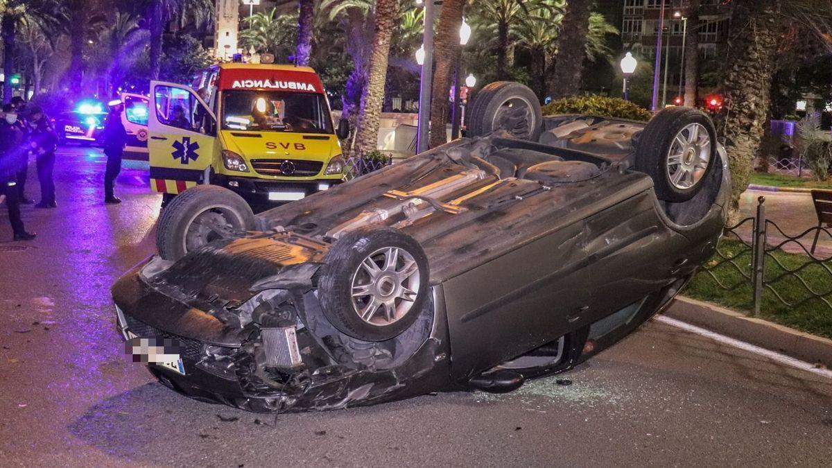 Dos mujeres heridas en un aparatoso accidente en el centro de Alicante