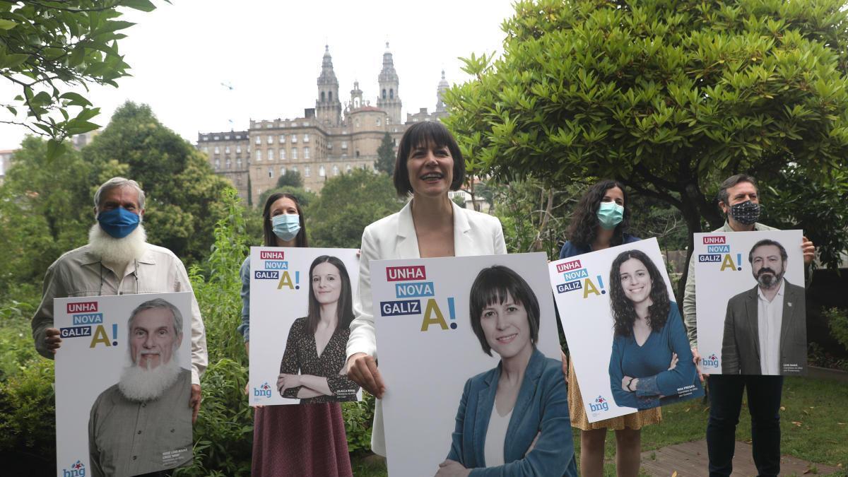 Pontón con los cabezas de cartel del BNG, en Santiago. // X. Á.