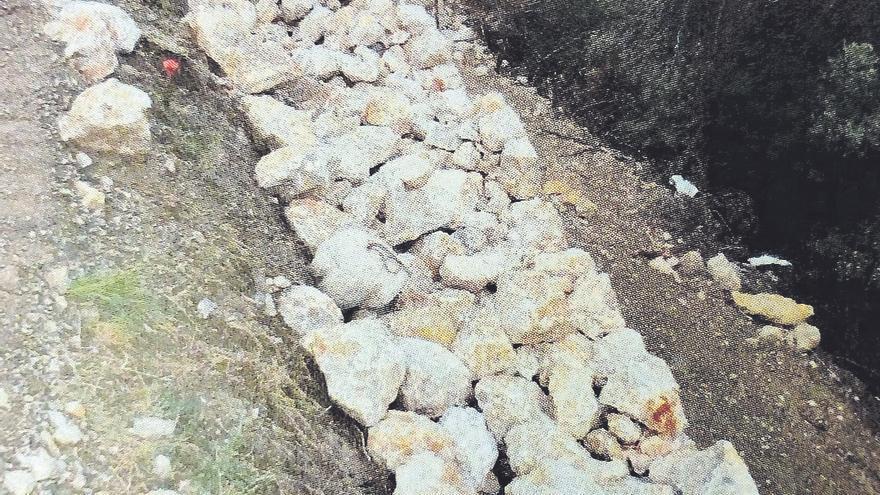 Lletra menuda | Pedradas al medio natural y a la tradición