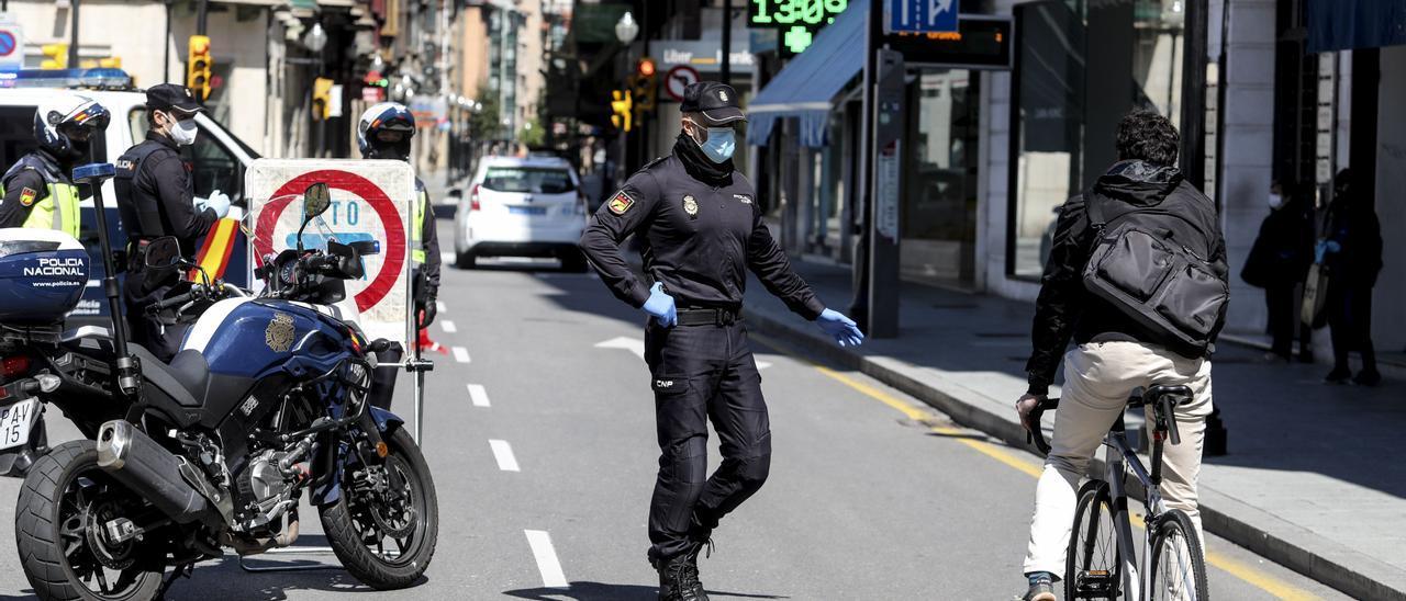 Control policial en Gijón.