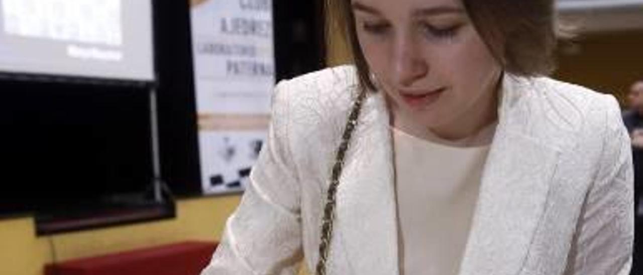 La ucraniana Mariya Muzychuk, en una exhibición en Paterna.