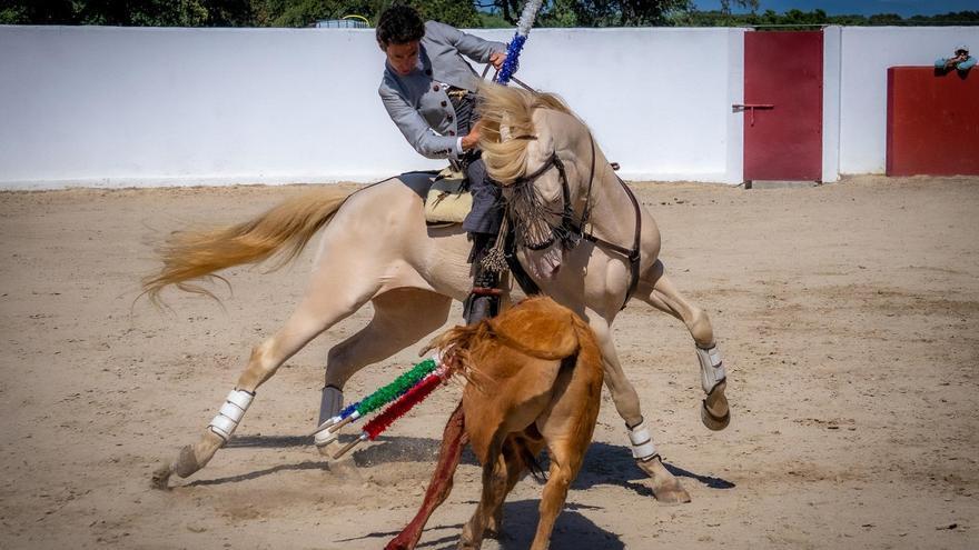 Leonardo y Garrido enseñan el arte del toreo en Brozas