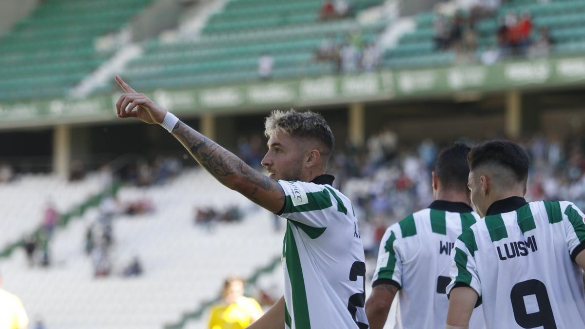 Antonio Casas celebra el pasado domingo, en El Arcángel, su tercer gol esta temporada.