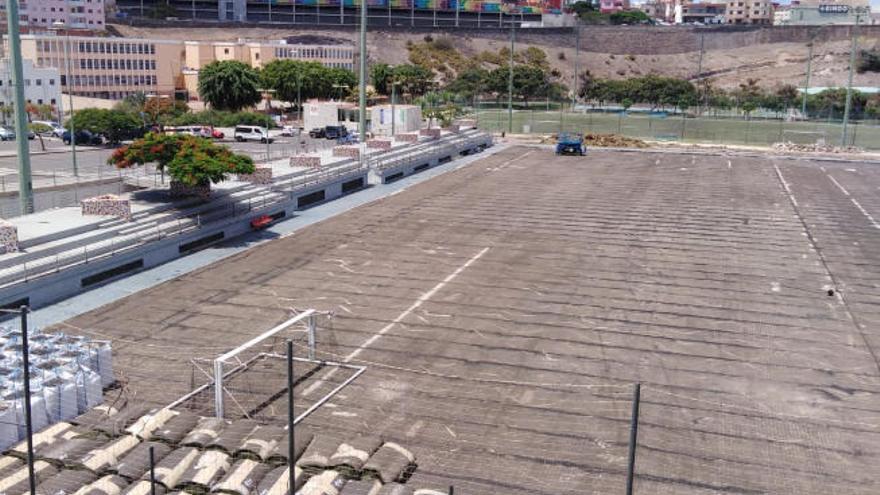 El campo de fútbol de Las Rehoyas se desmantela para la reposición