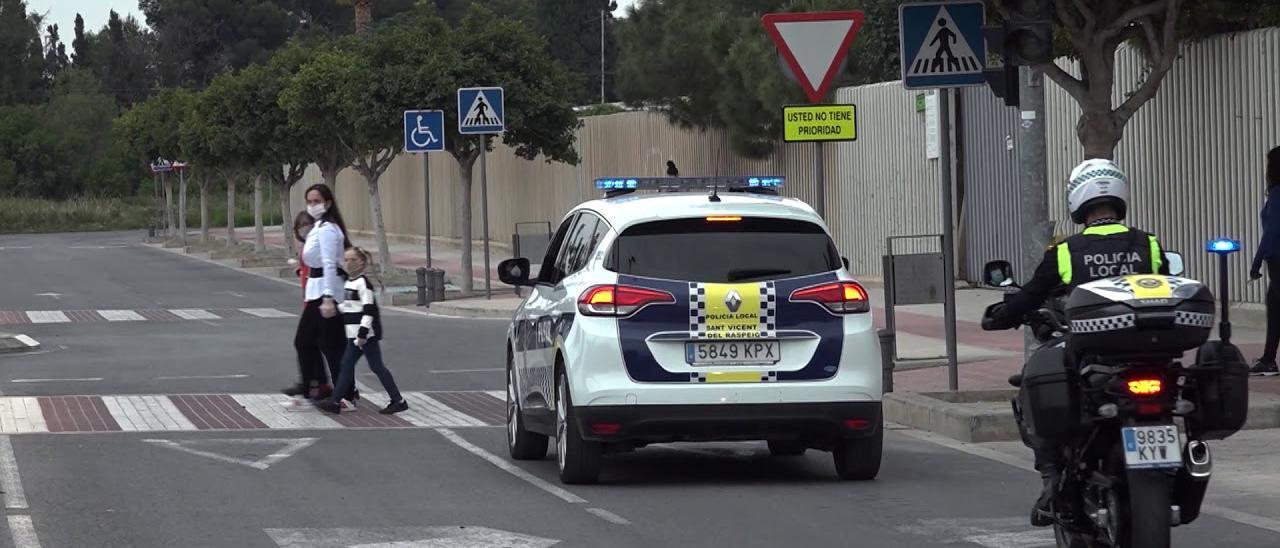 Policía Local de San Vicente de patrulla.